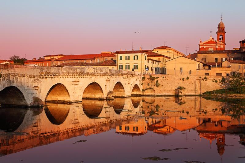 Римини - прекрасный город для романтических прогулок! Архитектура Римини.