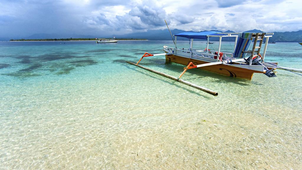 plyazh-ostrova-lombok-v-indonezii-thumb-01